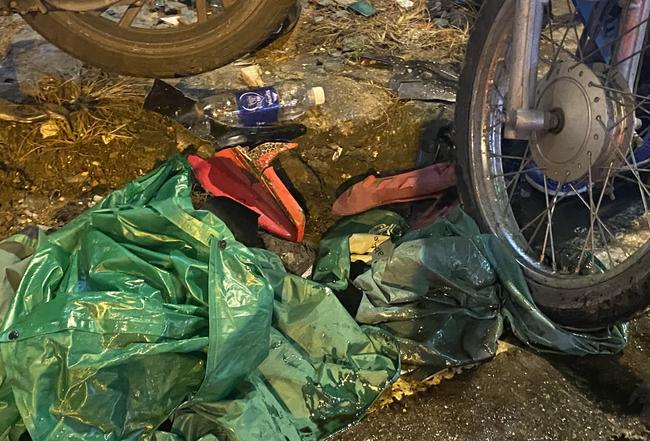 Nhân chứng vụ Camry tông hàng chục xe máy giữa ngã tư Sài Gòn: Ai cũng chảy máu, nữ tài xế sợ hãi vái lạy-9