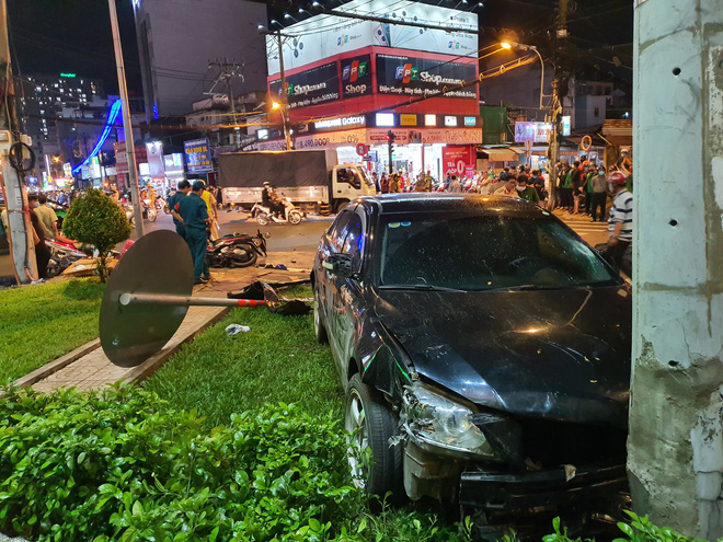 Nữ tài xế 23 tuổi lái Camry tông một loạt xe máy ở Sài Gòn khai do đạp nhầm chân ga-2
