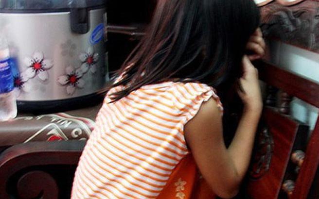 Bé gái nhanh trí thoát khỏi yêu râu xanh U70 nhờ xin nước uống-1