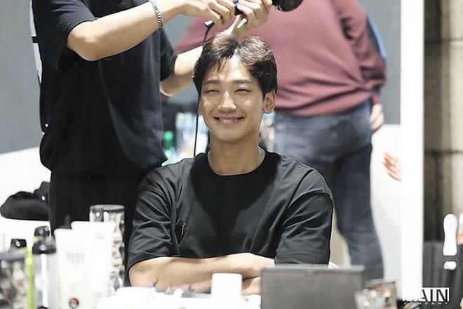 Kim Tae Hee dùng chồng như phá: Bi Rain lộ gương mặt gầy xọp, mặt hốc hác đến mức đáng lo-6