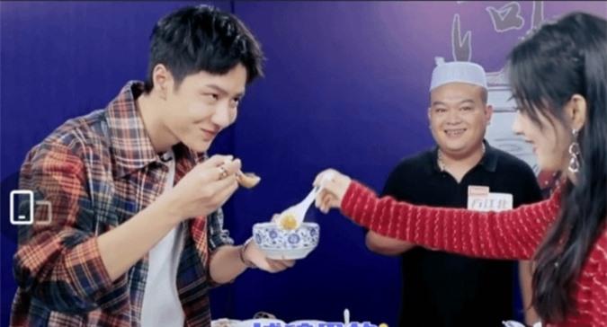 Triệu Lệ Dĩnh bị chỉ trích vì uống cùng chén canh với Vương Nhất Bác-3