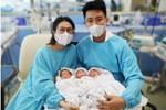 Hiếm gặp, người mẹ trẻ sinh một lần gồm 2 trai, 1 gái