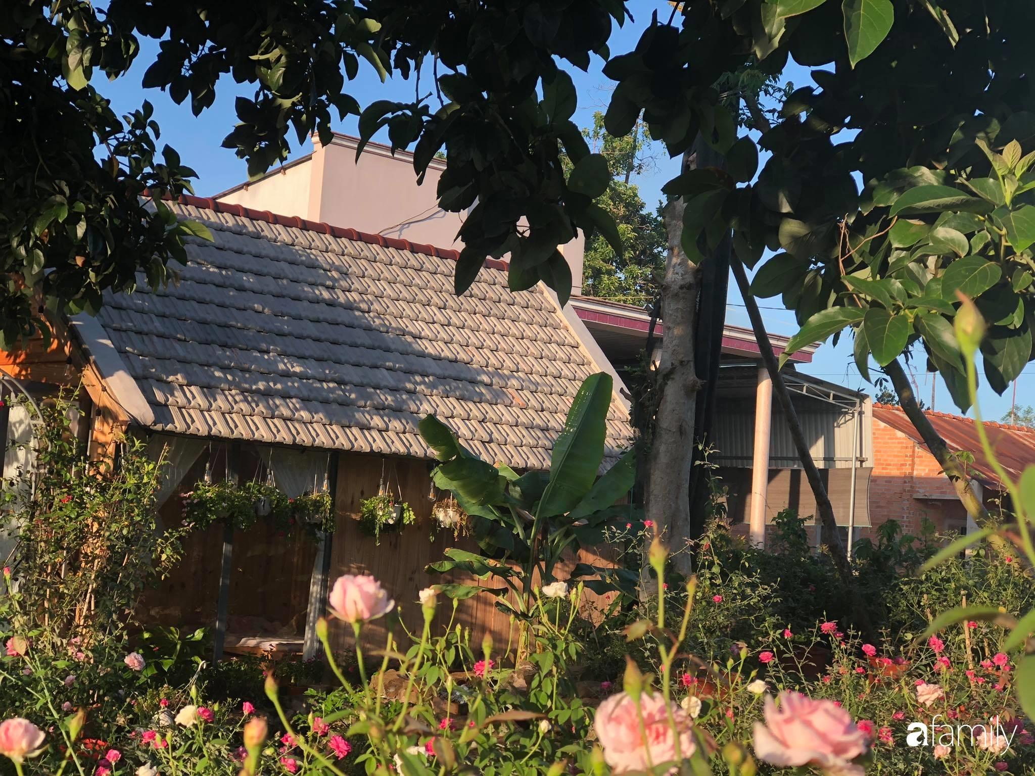 Khu vườn hoa hồng đẹp như cổ tích mà người chồng ngày đêm chăm sóc để tặng vợ con ở Vũng Tàu-18
