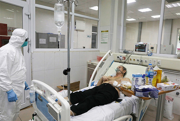 BV Bệnh Nhiệt đới Trung ương: 3 bệnh nhân COVID-19 tiến triển rất nặng, BN812 bị tổn thương 70% chức năng phổi-1