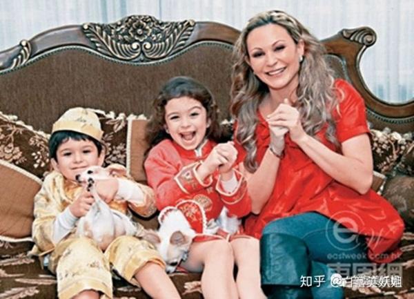 Cháu gái mệnh khổ của Vua sòng bài Macau: Mồ côi bố mẹ từ nhỏ, chồng mắc bệnh tâm lý, phải một mình vượt qua trầm cảm và ung thư-5