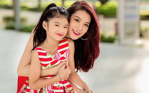 Trương Ngọc Ánh khoe ảnh con gái thả dáng bên hồ bơi, đôi chân dài thẳng tắp của bé Bảo Tiên khiến không ít người ngưỡng mộ-4