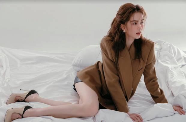 Ngọc Trinh khiến netizen ngẩn ngơ vì quá xinh trong loạt ảnh phong cách mới, nhưng sao na ná Song Hye Kyo thế này?-4