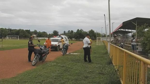 Sốc: Cựu cầu thủ Thái Lan qua đời thương tâm ở sân bóng trường học-2