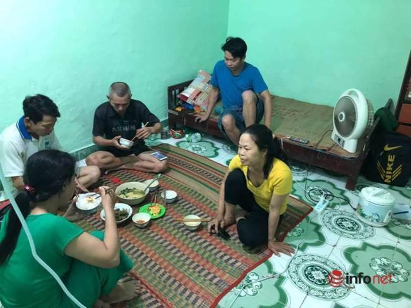 Xót lòng nhìn bữa cơm canh rau dại của người lao động nghèo mắc kẹt ở Đà Nẵng-2