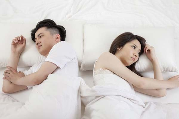 Vợ chê chồng trẻ yếu sinh lý, BS chỉ nguyên nhân khiến vợ đỏ mặt