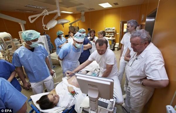 Mừng rỡ khi biết mình mang thai đôi, đến tháng thứ 5, bà mẹ chết sững khi nhìn vào màn hình siêu âm-3