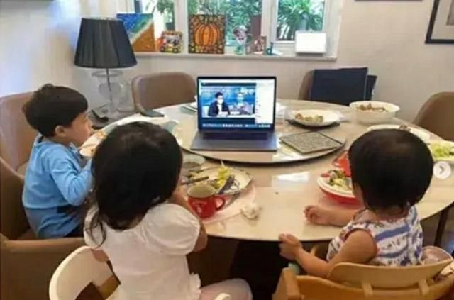 Chỉ 1 chi tiết trong bức ảnh ăn sáng của 3 đứa trẻ mà dân mạng phát cuồng vì cách giáo dục con của bà mẹ nổi tiếng-1