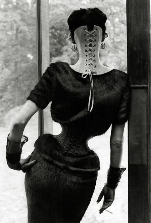 Người phụ nữ chiều chồng nhất lịch sử nhân loại và hành trình hơn 10 năm đau đớn để sở hữu vòng eo 33cm cùng một diện mạo kỳ dị-2