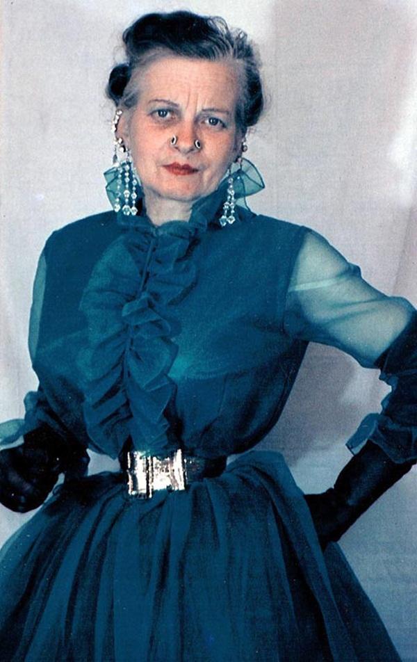 Người phụ nữ chiều chồng nhất lịch sử nhân loại và hành trình hơn 10 năm đau đớn để sở hữu vòng eo 33cm cùng một diện mạo kỳ dị-6