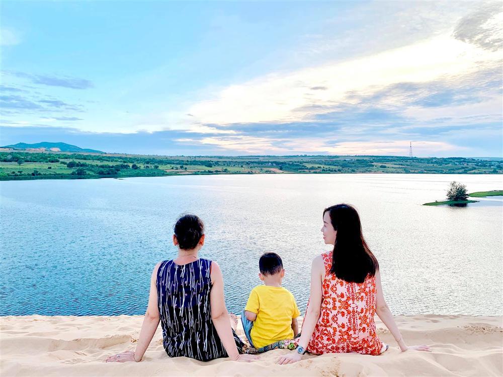 Nhan sắc U60 gây ngỡ ngàng của mẹ ruột hot mom Ly Kute: Đã là bà ngoại nhưng vẫn trẻ đẹp thon thả, đi cùng con gái luôn bị nhầm là chị em-3