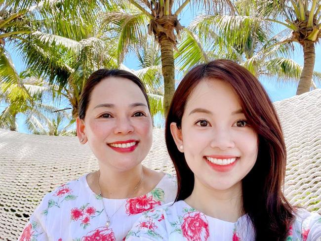 Nhan sắc U60 gây ngỡ ngàng của mẹ ruột hot mom Ly Kute: Đã là bà ngoại nhưng vẫn trẻ đẹp thon thả, đi cùng con gái luôn bị nhầm là chị em-4