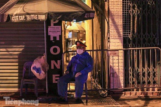 Phong tỏa ngõ trên phố Trương Định có người nghi mắc COVID-19 trong đêm-3