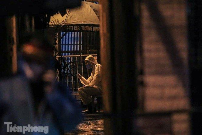 Phong tỏa ngõ trên phố Trương Định có người nghi mắc COVID-19 trong đêm-7