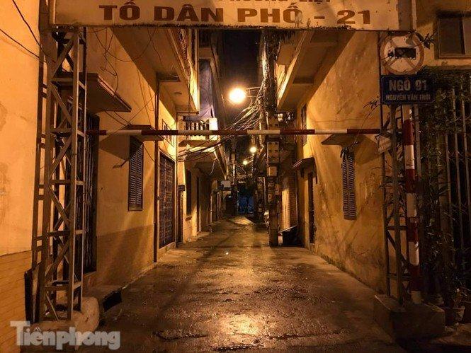 Phong tỏa ngõ trên phố Trương Định có người nghi mắc COVID-19 trong đêm-8