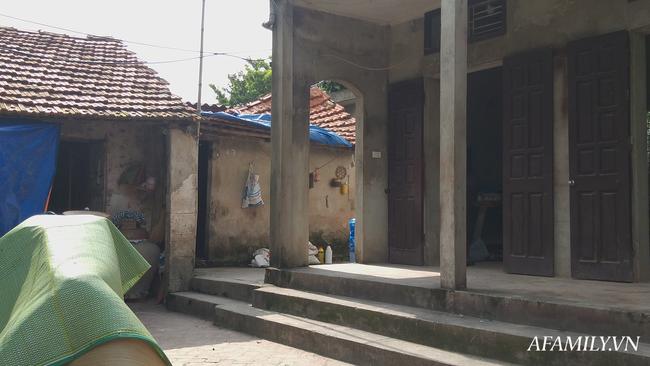 Bố tàn tật sát hại mẹ ngay trước hiên nhà, 5 đứa trẻ bơ vơ hoàn cảnh bi đát-3
