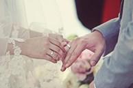 Nhà nghèo, bạn gái đòi đám cưới hoành tráng để 'mát mặt' với hàng xóm