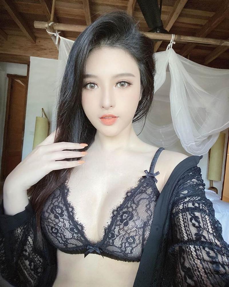 Em gái Huyền Baby gia nhập đường đua diện bikini, bất phân thắng bại với chị gái-1