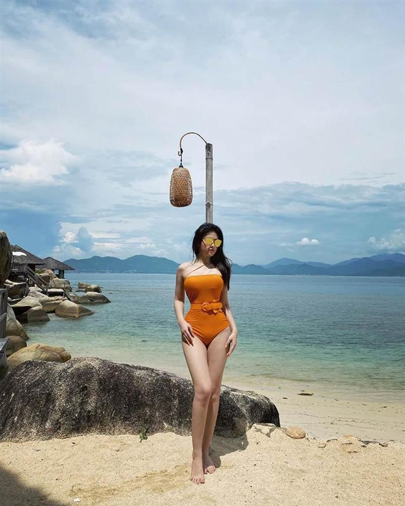 Em gái Huyền Baby gia nhập đường đua diện bikini, bất phân thắng bại với chị gái-3