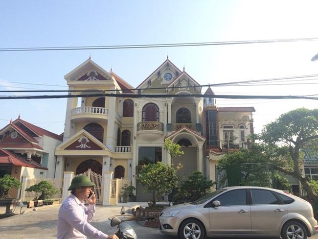 Xã giàu có ở Việt Nam, biệt thự không hiếm, có lâu đài xây 9 năm tốn hàng chục tỷ-1