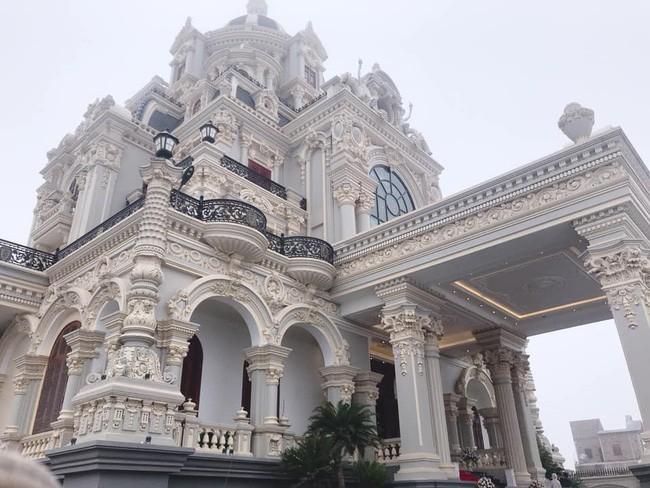 Xã giàu có ở Việt Nam, biệt thự không hiếm, có lâu đài xây 9 năm tốn hàng chục tỷ-5