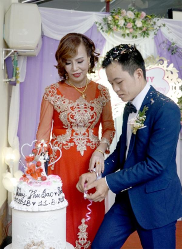 Cô dâu 63 tuổi ở Cao Bằng khoe cận cảnh tấm bia đá khắc tên hai vợ chồng từng bị cho là điềm gở, tiết lộ những lời chửi rủa cay nghiệt nhận được suốt 2 năm lấy chồng vừa qua-4