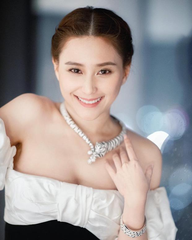 Ái nữ đẹp nhất nhà Vua sòng bài Macau: Mặt nét nào ra nét ấy, makeup đỉnh miễn chê, body cũng xuất sắc tới độ cân mọi style-1