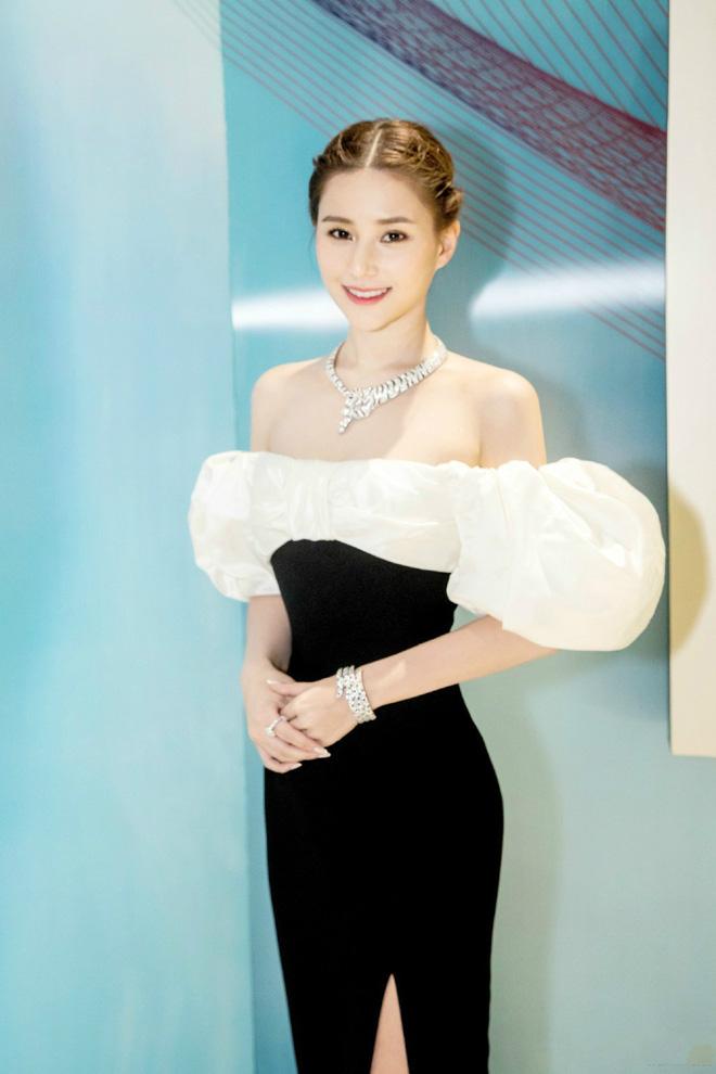 Ái nữ đẹp nhất nhà Vua sòng bài Macau: Mặt nét nào ra nét ấy, makeup đỉnh miễn chê, body cũng xuất sắc tới độ cân mọi style-14