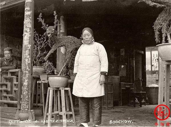 Loạt ảnh cũ phơi bày cuộc sống khắc khổ của người dân cuối thời nhà Thanh, có người còn bất chấp nguy hiểm để kiếm miếng ăn-1