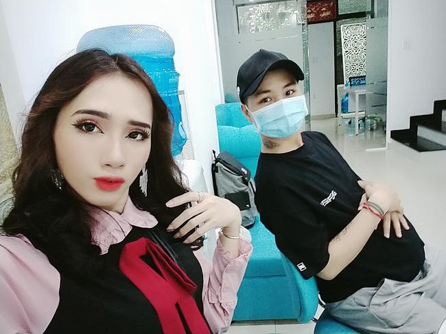 Người đàn ông Việt Nam đầu tiên mang thai kể chi tiết về ngày đi đẻ: 15 y bác sĩ vây xung quanh, đau như muốn rơi nội tạng ra ngoài-3