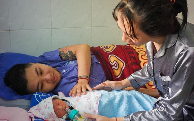 Người đàn ông Việt Nam đầu tiên mang thai kể chi tiết về ngày đi đẻ: 15 y bác sĩ vây xung quanh, đau như muốn rơi nội tạng ra ngoài-4