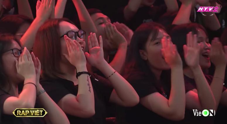 Cô gái xuất hiện nhiều nhất Rap Việt dù không phải thí sinh, dân tình nghi anh quay phim crush chị này-3
