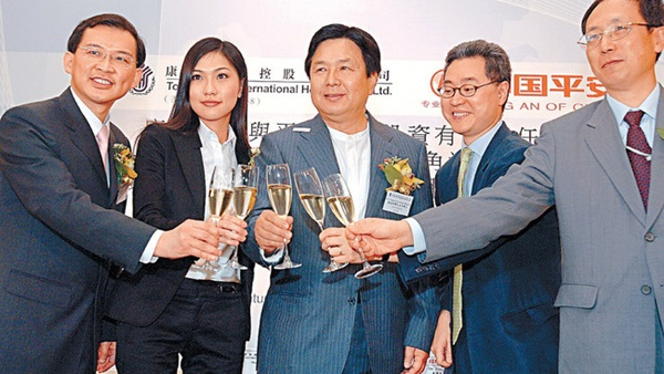 Thiên kim của Đế chế đồ chơi Hồng Kông: Xinh đẹp giỏi giang, 25 tuổi đã làm chủ tịch, từng bị đồn liên quan đến scandal ảnh nóng chấn động-4