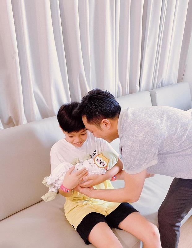Vừa đón thêm con gái, Cường Đô La vẫn dành tình yêu đặc biệt cho quý tử: Ông bố của năm là đây chứ đâu!-4