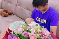 Vừa làm ông bố trẻ được ít lâu, Phan Văn Đức có hành động bất ngờ khiến vợ phải thốt lên vì còn là người chồng tâm lý