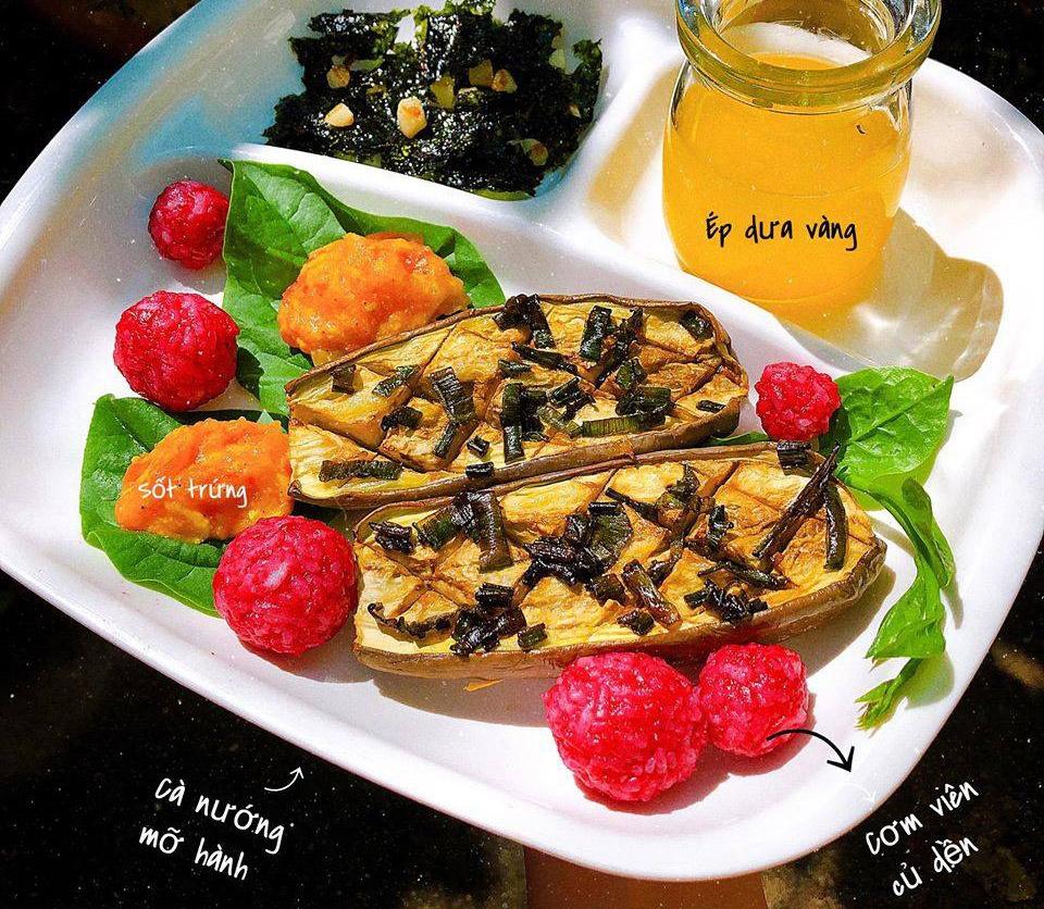 """Mẹ Quảng Nam khoe thực đơn ăn dặm cho con nhìn như nhà hàng 5 sao, bé 11 tháng đã ăn cả thế giới"""" nhờ bí quyết đặc biệt-4"""