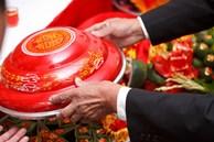Ly hôn sau 10 năm chung sống, chồng kiên quyết đòi lại vàng cưới