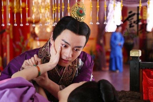 Thẳng tay thảm sát 3000 cung nữ và thái giám để trả thù cho ái thiếp và sự cuồng loạn của vị Hoàng đế si tình-2