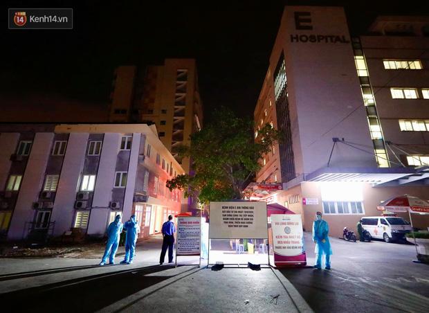 Ảnh, clip: Bệnh viện E phong tỏa trong đêm, chuẩn bị kịch bản xấu nhất-1