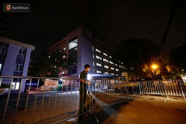 Ảnh, clip: Bệnh viện E phong tỏa trong đêm, chuẩn bị kịch bản xấu nhất-3