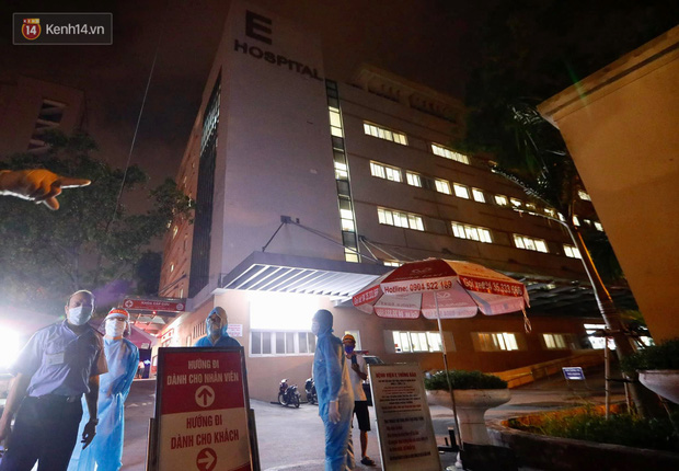 Ảnh, clip: Bệnh viện E phong tỏa trong đêm, chuẩn bị kịch bản xấu nhất-6