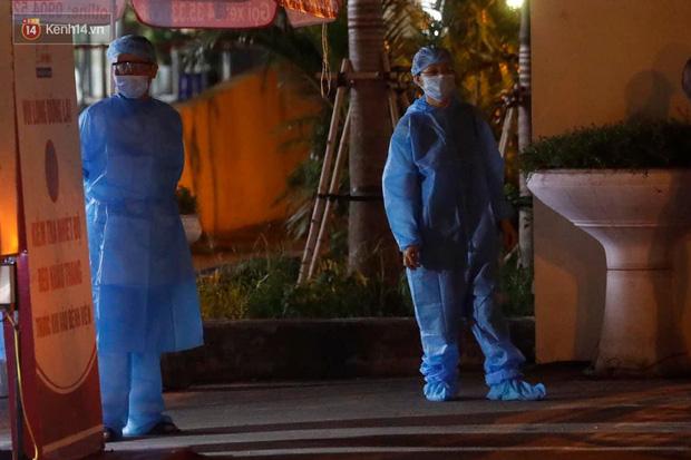 Ảnh, clip: Bệnh viện E phong tỏa trong đêm, chuẩn bị kịch bản xấu nhất-8