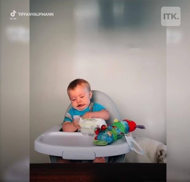 Bố mẹ nào cũng liên tục mua đồ chơi mới cho con nhưng trẻ nhỏ có thực sự thích hay không, xem clip này sẽ rõ-2