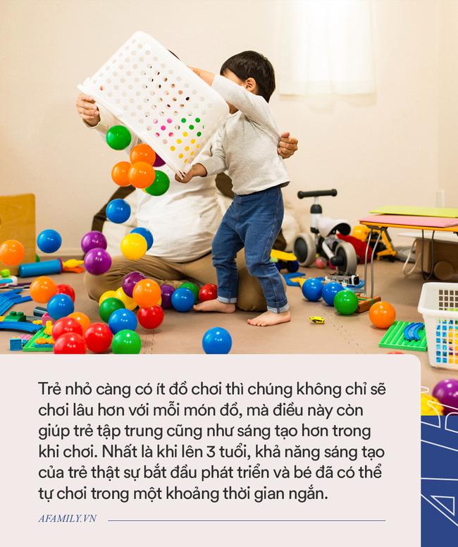 Bố mẹ nào cũng liên tục mua đồ chơi mới cho con nhưng trẻ nhỏ có thực sự thích hay không, xem clip này sẽ rõ-4