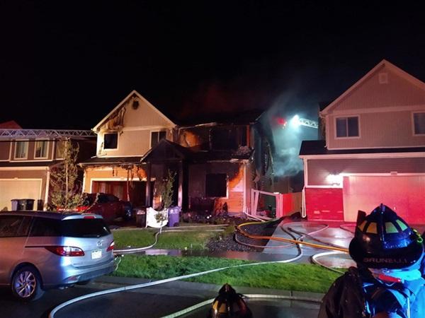 5 người trong gia đình gồm cả bé sơ sinh bị thiêu chết trong vụ hỏa hoạn kinh hoàng, hình ảnh về 3 nghi phạm gây ám ảnh-1