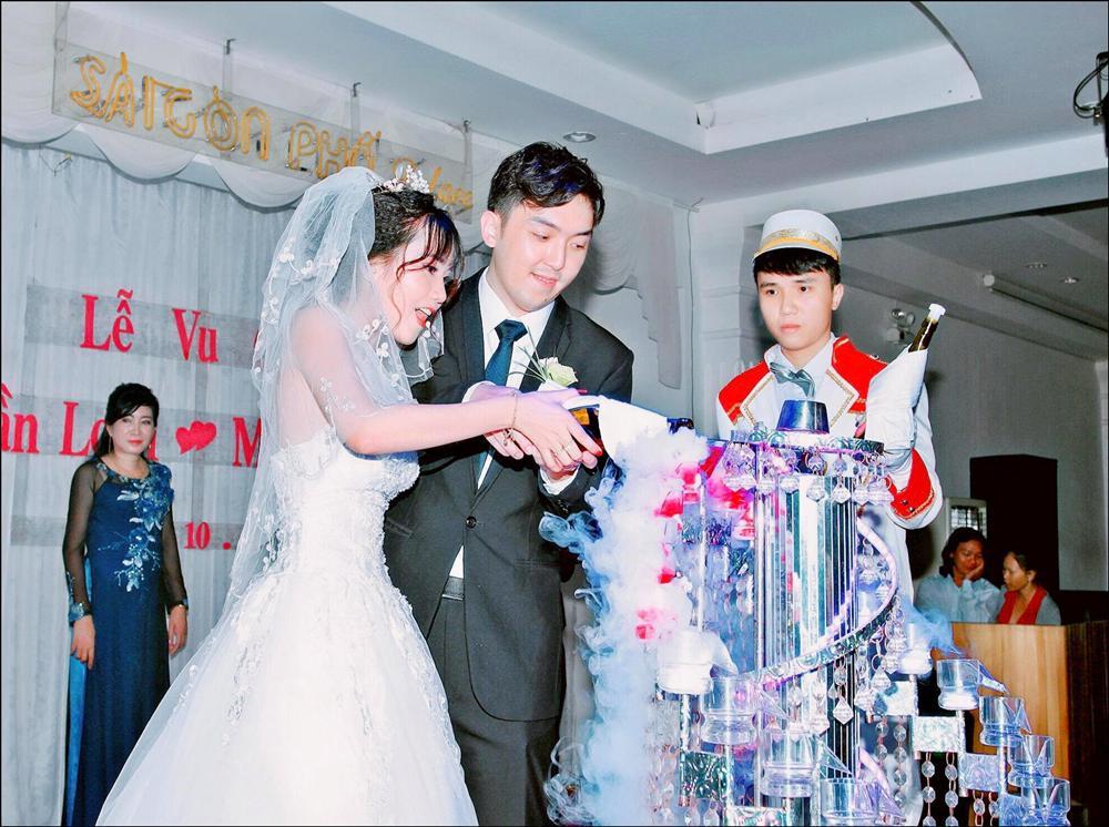 Cô gái Việt 18 tuổi lên xe hoa với thiếu gia Hong Kong: 3 ngày quen đã tính chuyện lâu dài, mẹ chồng chiều con dâu kiểu nhà giàu khiến ai cũng ghen tị-5